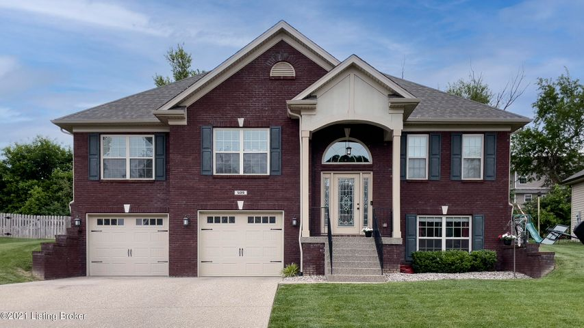 509 Reserves Ct, Simpsonville, KY 40067