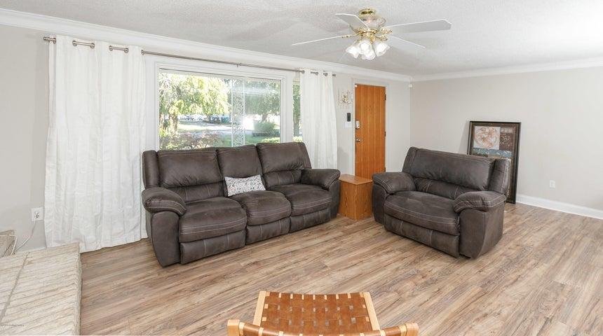 2204 Cottage Ln