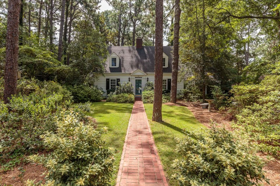 435 Country Club Drive, Southern Pines, NC 28387
