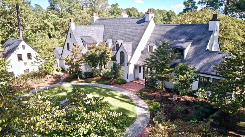 765 E Connecticut Avenue, Southern Pines, NC 28387