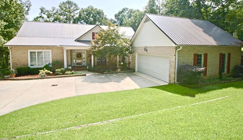 This lovely three bedroom home with an additional office is in Woodlake.