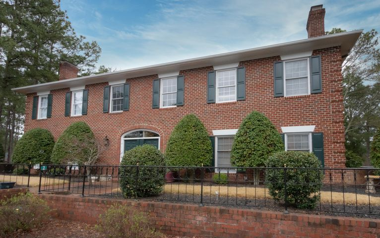 2 Drayton Court, Southern Pines, NC 28387