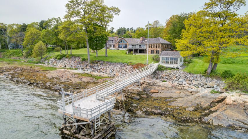 153 Foreside Road, Falmouth, ME 04105