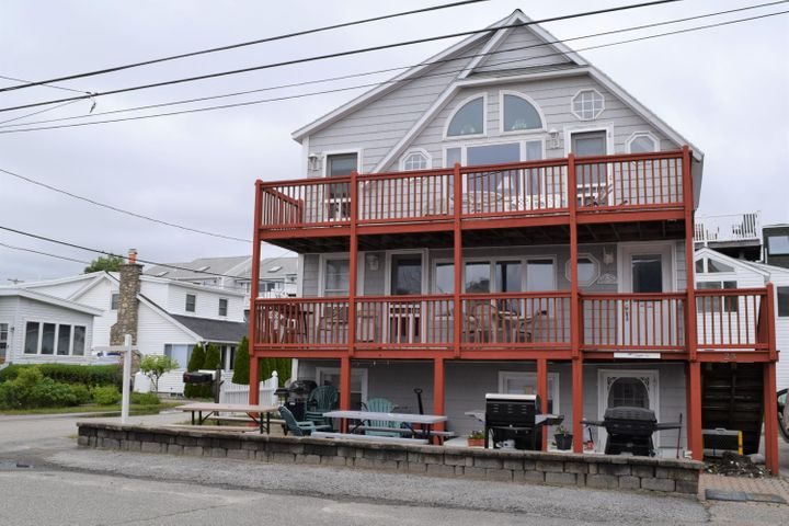 3 Unit with great ocean views and just steps to the beach