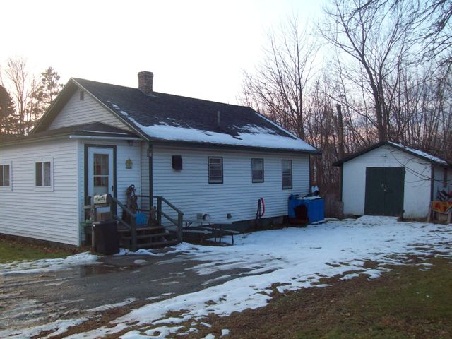 4 Dill Drive, Lincoln, ME 04457