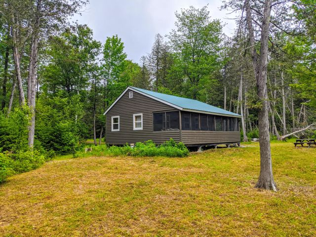 1 Old Town Farm Rd, Sebec, ME 04481