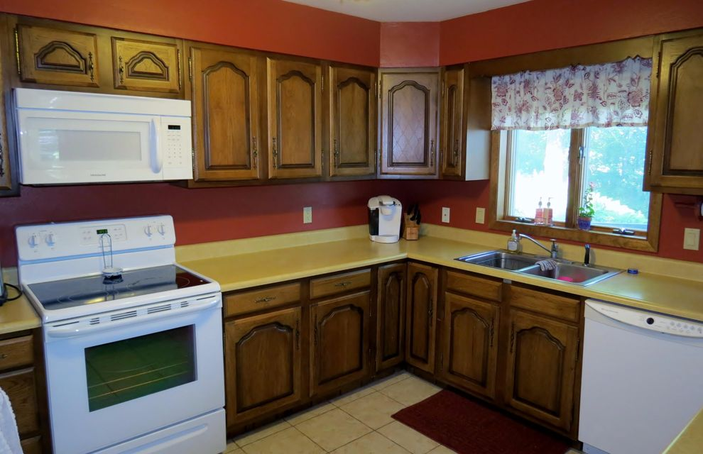 400 MEADOWOOD CT<br /> Viroqua,Vernon,54665-0000,3 Bedrooms Bedrooms,2 BathroomsBathrooms,Single-family,MEADOWOOD CT,1484075