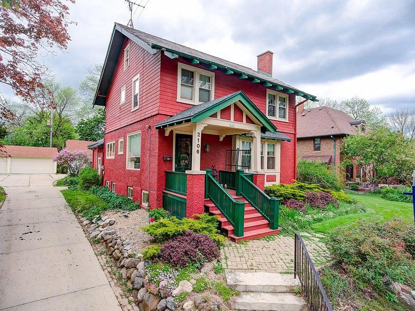 2106 E Wood PL Shorewood, WI 53211 Property Image