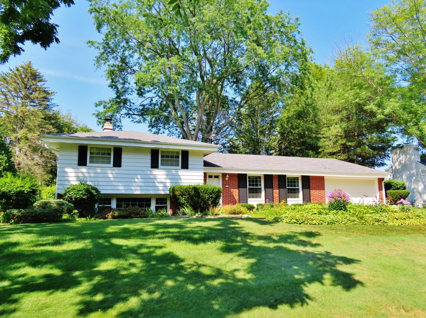 2238 w dunwood rd glendale wi 53209 for Bureau for sale near me