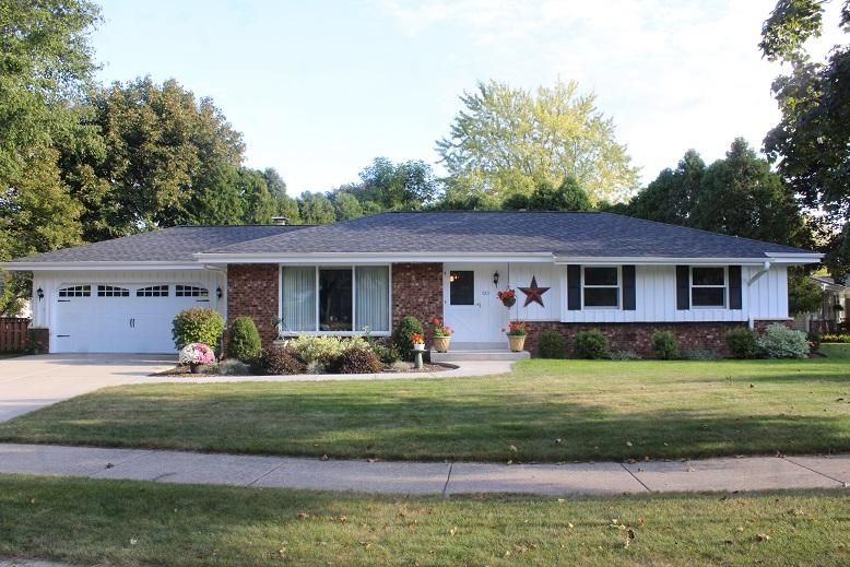 520 greenfield dr grafton wi 53024 for Bureau for sale near me