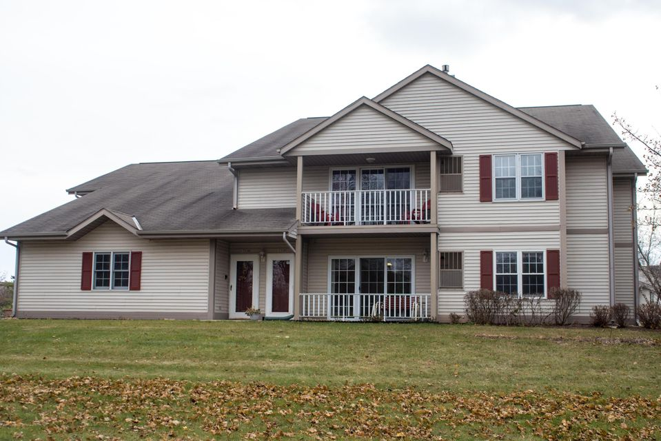 1733 white pine ct b grafton wi 53024 for Grafton house