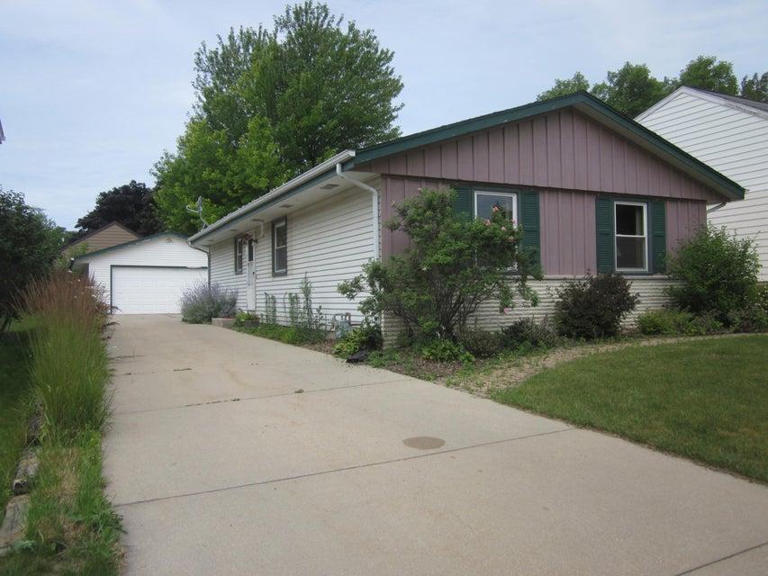 1812 Michael Dr,Waukesha,Wisconsin 53189,3 Bedrooms Bedrooms,6 Rooms Rooms,1 BathroomBathrooms,Rentals,Michael Dr,1575655