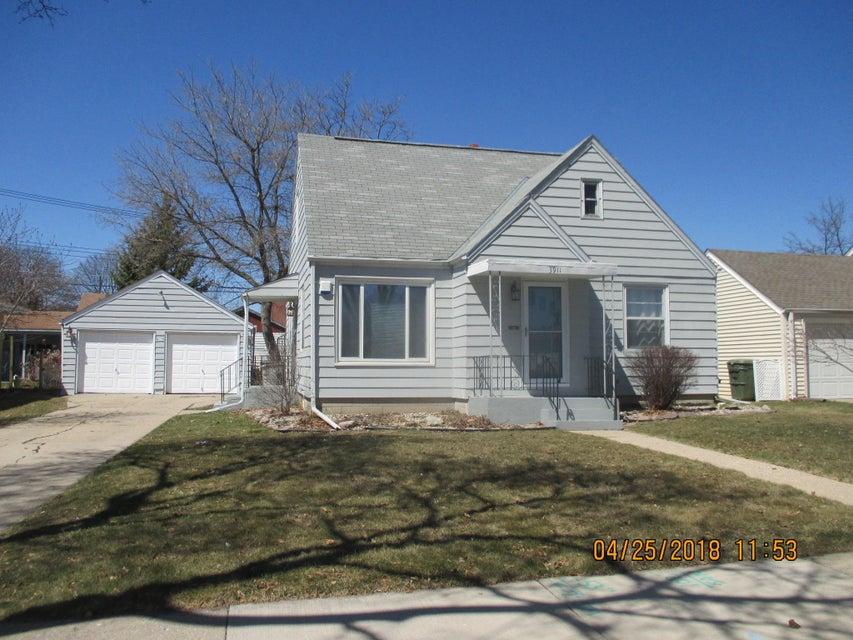 3911 82ND ST,Milwaukee,Wisconsin 53222,3 Bedrooms Bedrooms,5 Rooms Rooms,1 BathroomBathrooms,Single-Family,82ND ST,1576134