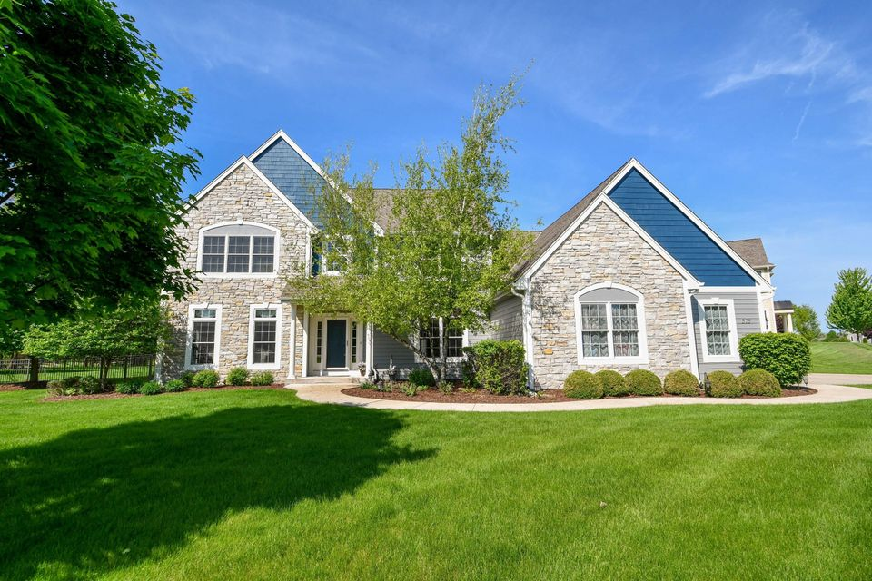 375 Switch Grass Ct,Hartland,Wisconsin 53029,4 Bedrooms Bedrooms,14 Rooms Rooms,3 BathroomsBathrooms,Single-Family,Switch Grass Ct,1578155
