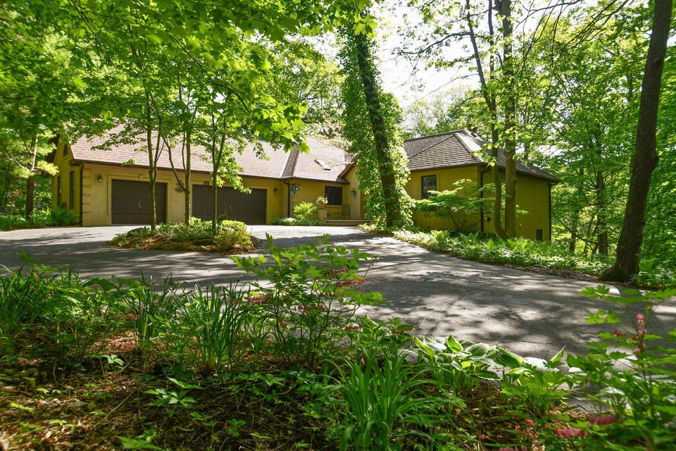 4560 Hewitts Point Rd,Oconomowoc Lake,Wisconsin 53066,4 Bedrooms Bedrooms,10 Rooms Rooms,3 BathroomsBathrooms,Single-Family,Hewitts Point Rd,1572867