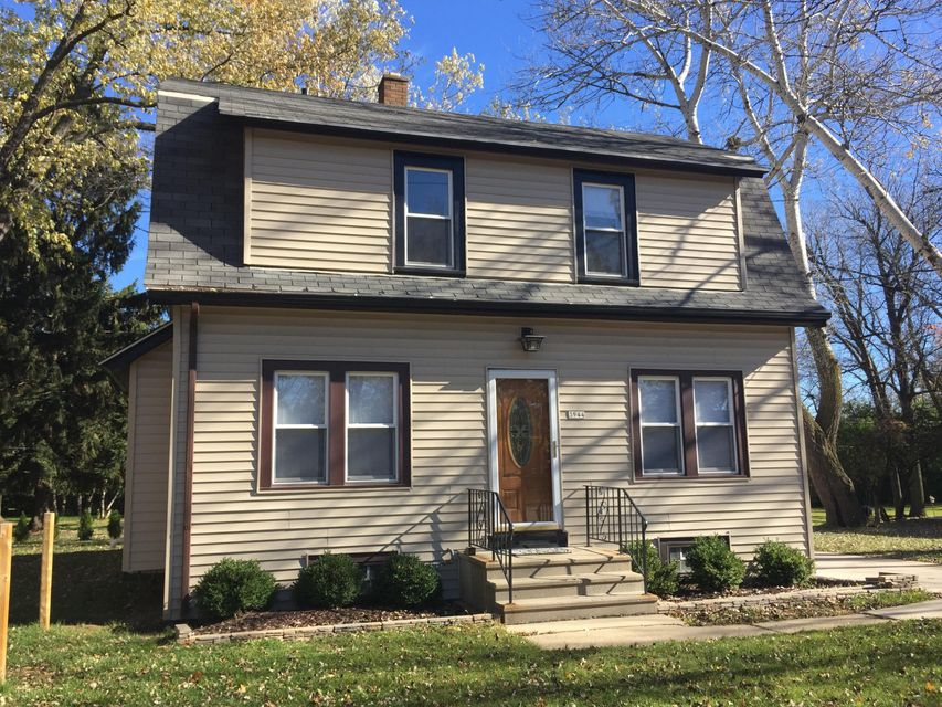 3944 68th St,Milwaukee,Wisconsin 53220,3 Bedrooms Bedrooms,6 Rooms Rooms,1 BathroomBathrooms,Rentals,68th St,1588495