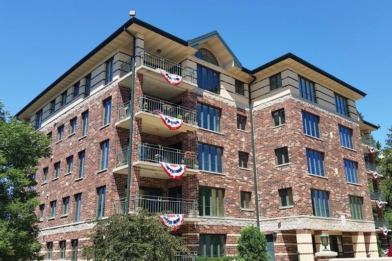 318 Lake Rd,Oconomowoc,Wisconsin 53066,3 Bedrooms Bedrooms,7 Rooms Rooms,2 BathroomsBathrooms,Condominiums,Lake Rd,3,1593461