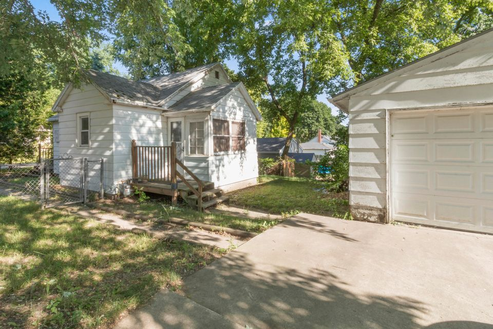 3185 Barry Dr,Lyons,Wisconsin 53147,2 Bedrooms Bedrooms,1 BathroomBathrooms,Single-Family,Barry Dr,1596122