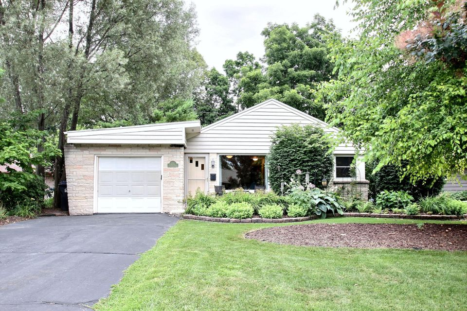212 Circle Dr,Hartland,Wisconsin 53029,3 Bedrooms Bedrooms,1 BathroomBathrooms,Single-Family,Circle Dr,1597351
