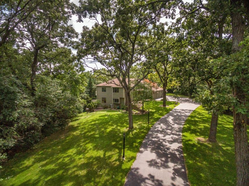S1W31450 Hickory Hollow Ct,Delafield,Wisconsin 53018,4 Bedrooms Bedrooms,11 Rooms Rooms,4 BathroomsBathrooms,Single-Family,Hickory Hollow Ct,1597983