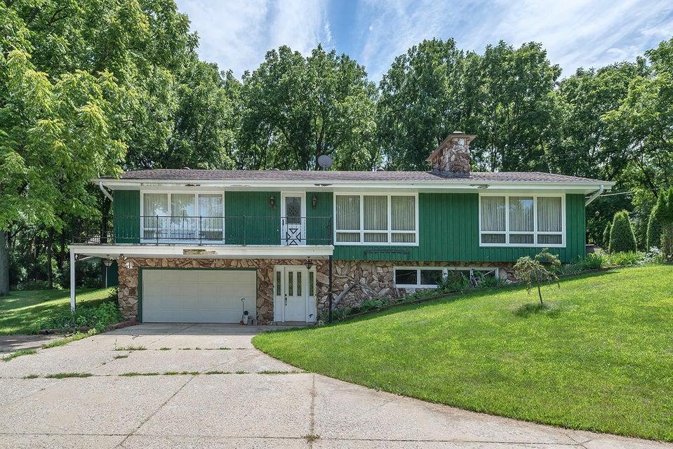 2412 Hillside DR,Delafield,Wisconsin 53018,3 Bedrooms Bedrooms,2 BathroomsBathrooms,Single-Family,Hillside DR,1598460