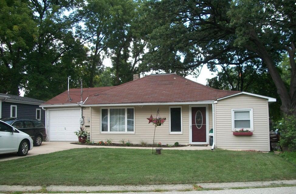 1519 2nd St,Delafield,Wisconsin 53018,2 Bedrooms Bedrooms,4 Rooms Rooms,1 BathroomBathrooms,Single-Family,2nd St,1599291