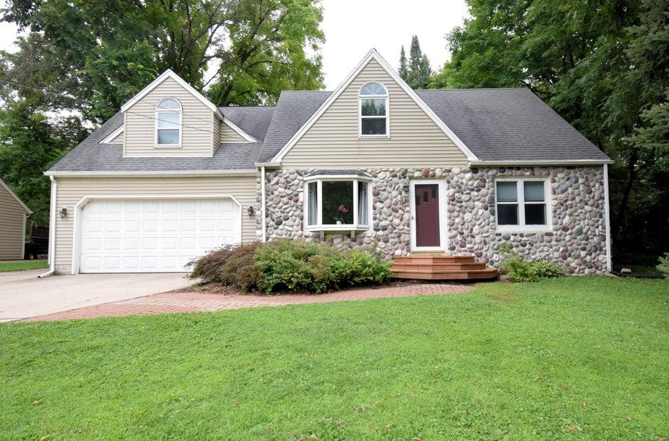 18355 Midland Pl,Brookfield,Wisconsin 53045,4 Bedrooms Bedrooms,8 Rooms Rooms,1 BathroomBathrooms,Single-Family,Midland Pl,1600107