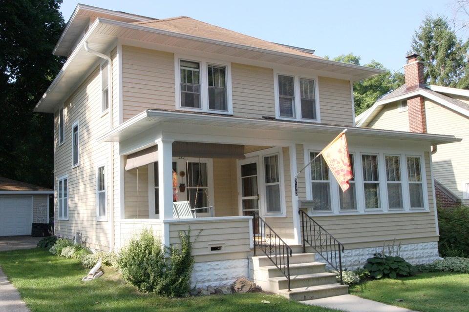 213 Fountain Ave,Waukesha,Wisconsin 53186,4 Bedrooms Bedrooms,7 Rooms Rooms,1 BathroomBathrooms,Single-Family,Fountain Ave,1600013