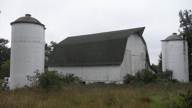 barn with 2 silos