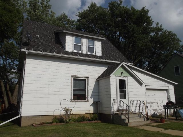 AFFORDABLE LIVING CLOSE TO CASHTON SCHOOLS! THIS 3 BDRM, 2 BATH CAPE COD HAS A GREAT FLOOR PLAN WITH MAIN FLOOR BDRM, FULL BATH AND LAUNDRY. EAT-IN KITCHEN, FORMAL DINING OR OFFICE AND LIVING ROOM W/WOOD FLOORS. UPSTAIRS HAS TWO LARGE BDRMS W/BIG CLOSETS AND ANOTHER BATH. 1-CAR ATTACHED GARAGE AND BIG YARD FOR GARDENING! CALL BEFORE IT'S GONE!