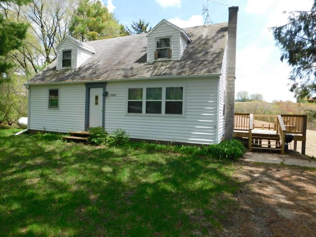 Cute 4 bedroom home in Middle Ridge. A little sweat equity needed, but priced accordingly. New deck on South side of home. Only 20 minutes from the Valley View area. Don't miss out on the chance to pick this up! Some new windows, furnace was put in 2012 along with AC unit.