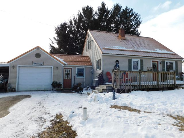 Looking for a home in the country?? Look no further! Located just minutes from Viroqua! This cozy 3 bedroom, 2 bath home is waiting for you. Nice big yard to enjoy a cookout or sit around the fire pit with friends or family. Newer furnace and AC, New Steel Roof in 2016. This is a must see!! Call today!