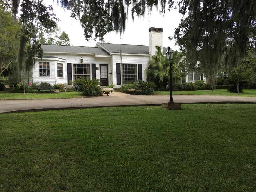 5506 River Rd, Pascagoula, MS 39567