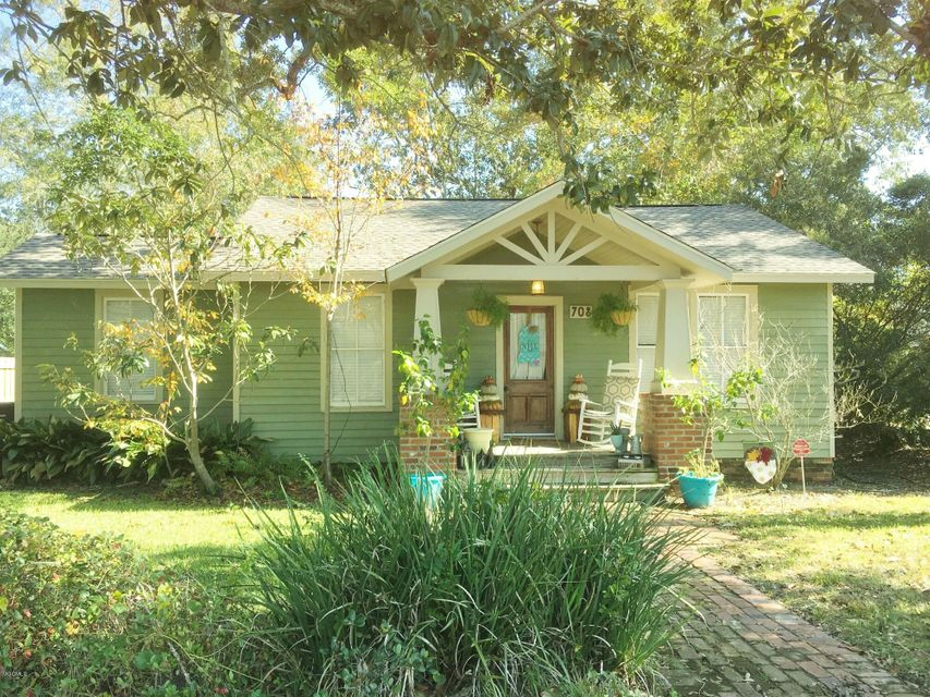 Absolutely adorable-charming cottage in downtown Ocean Springs! Feels and lives larger than it is. Hardwood floors, open floor plan, large laundry room, bedrooms are nice sizes - you will want to see this one.