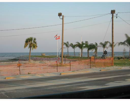 105 N Beach Blvd, Waveland, MS 39576