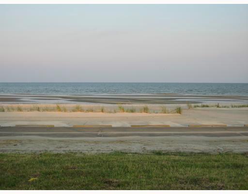 407 N Beach Blvd, Waveland, MS 39576
