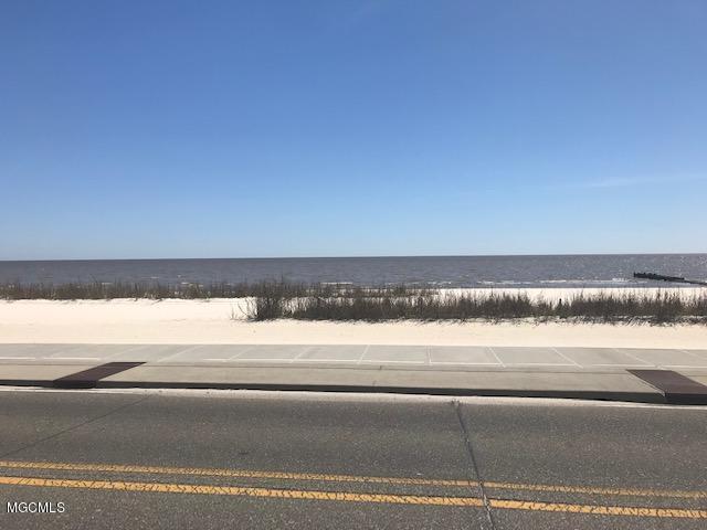 606 S Beach Blvd, Waveland, MS 39576