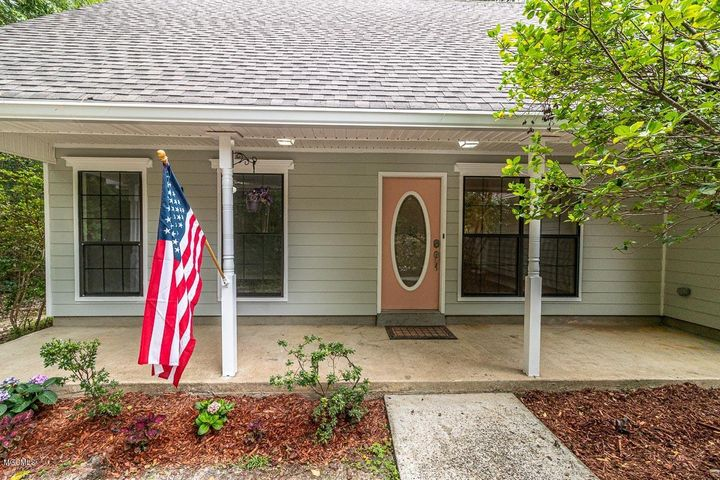 896 Hana Ct, Diamondhead, MS 39525