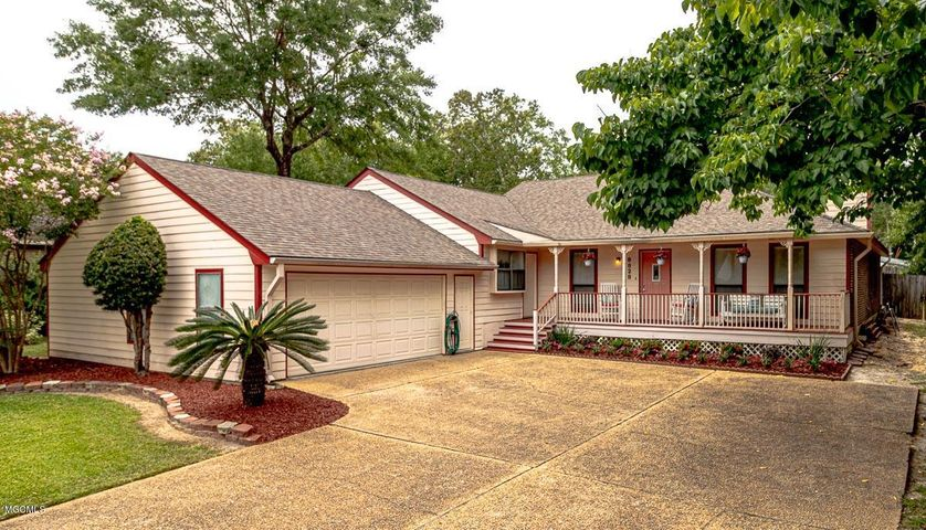 8828 Manoo Pl, Diamondhead, MS 39525