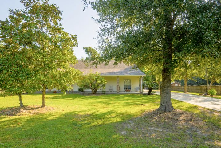 514 Garden Ln, Waveland, MS 39576