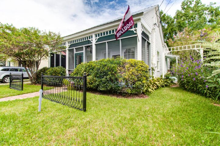 303 State St, Bay St. Louis, MS 39520