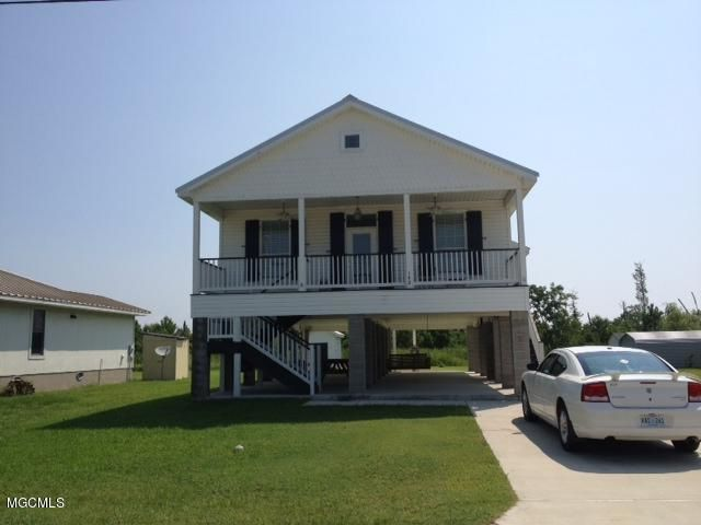 142 Waveland Ave, Waveland, MS 39576