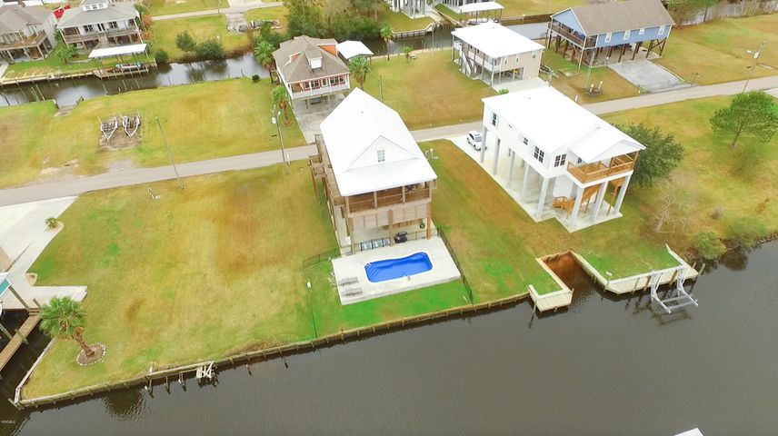 132 Janelle Dr, Bay St. Louis, MS 39520