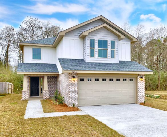 10618 Roundhill Dr, Gulfport, MS 39503