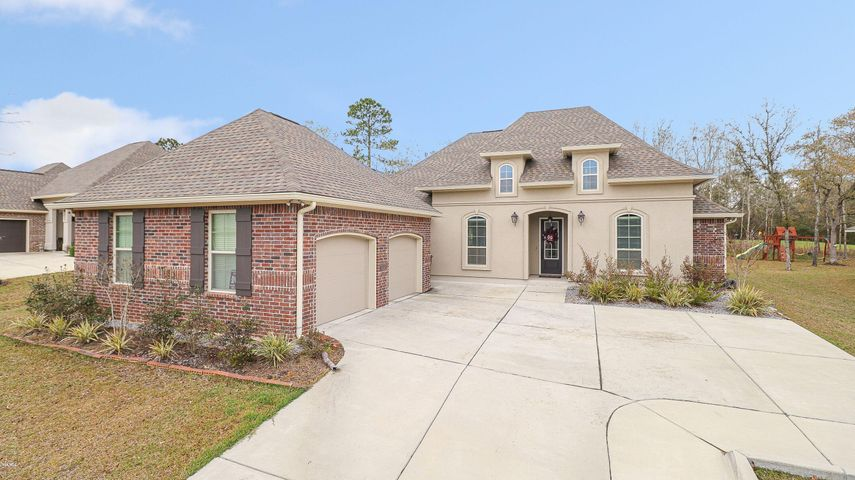 7618 Crescent Way Dr, Pass Christian, MS 39571