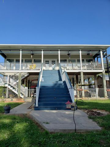 54 Good St, Bay St. Louis, MS 39520