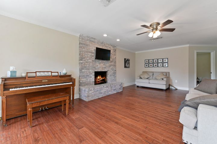 10 Bayou View Dr, Gulfport, MS 39507