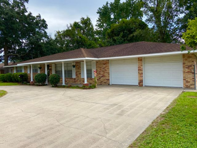 20211 Pineville Rd, Long Beach, MS 39560