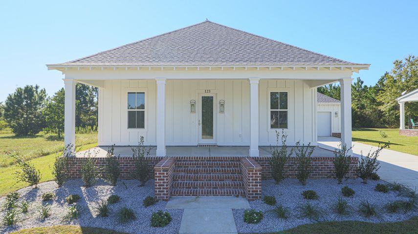 123 Sea Oaks Blvd, Long Beach, MS 39560