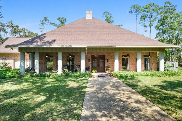 1320 Dubuc Ln, Waveland, MS 39576